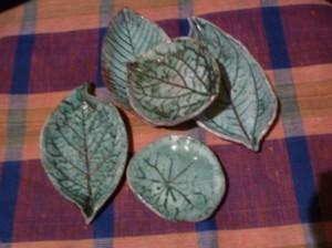 Лепка из глины листика-подсвечника 7