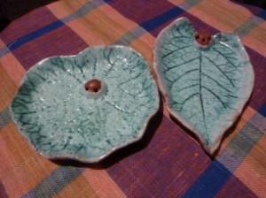 Лепка из глины листика-подсвечника 8