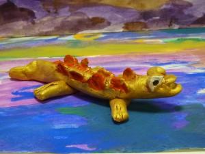 Игрушка из глины. Крокодил