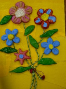 цветы, сделанные с помощью гипсовых форм